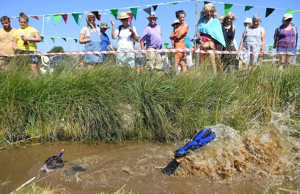 Чемпионат мира по подводному плаванию в болоте в Великобритании