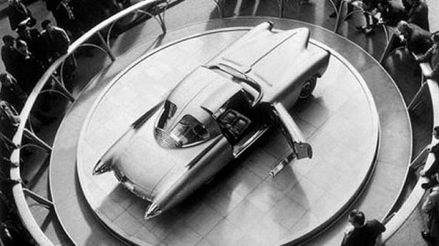 Золотая ракета - впечатляющий концепт-кар из стеклопластика