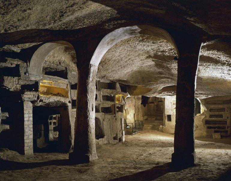 Séta a Nápolyi San Gennaro katakombáiban