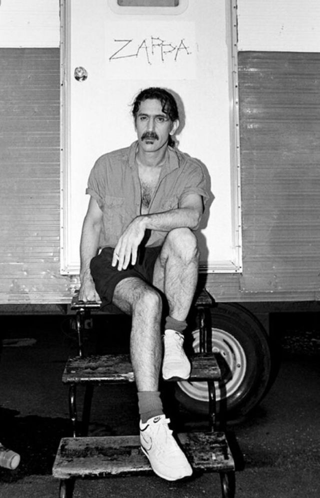 Винтажные снимки бунтарей и рок-звезд прошлого в коротких шортах