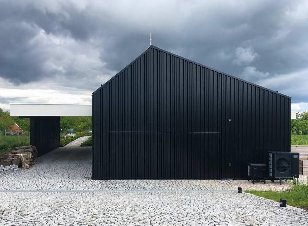 Чёрный дом для семейной пары в Чехии