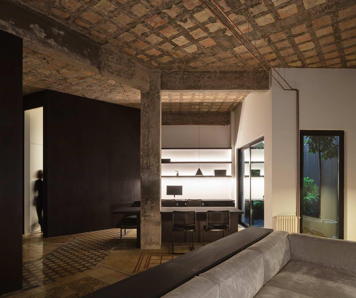 Новый интерьер квартиры с историей в Испании