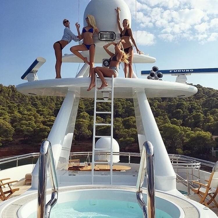 Богатые дети делятся снимками роскошных яхт и отелей в Instagram