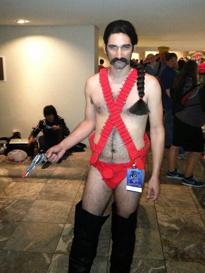 Шон Коннери в мужском бикини - культовый у косплейщиков