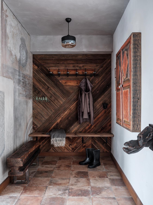 Двухуровневые апартаменты в индустриальном здании Москвы
