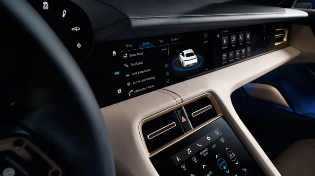 Компания Porsche официально представила электромобили Taycan