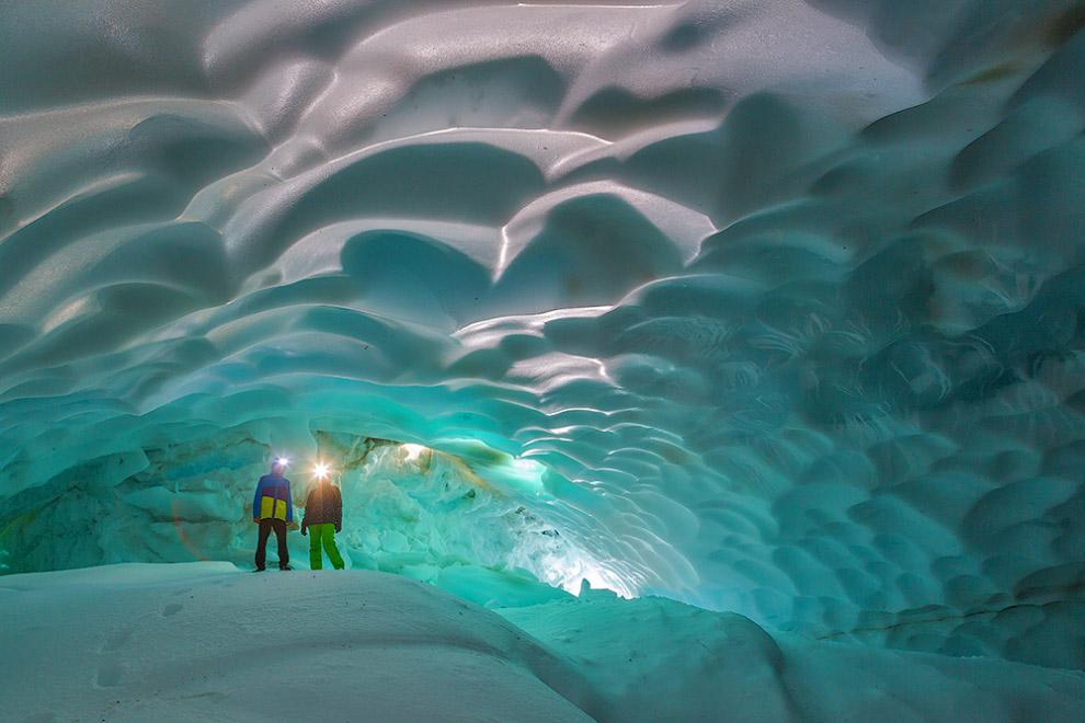 Путешествие в снежные пещеры Камчатки