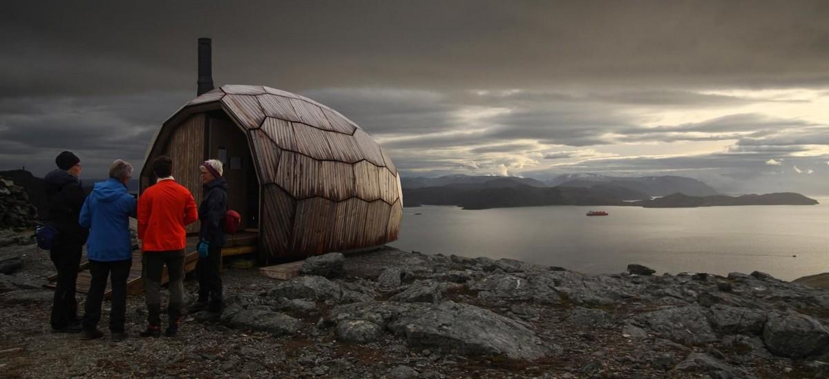 Хижина для туристов в горах Норвегии