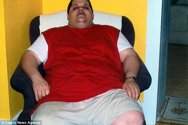 Американец сбросил 90 кг после того, как его заставили купить два места в самолете