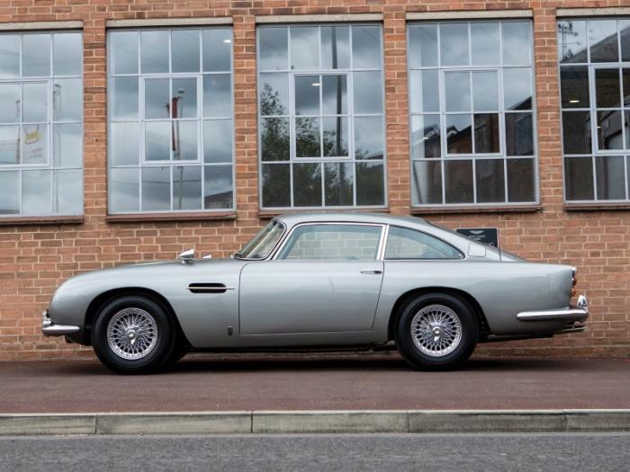 Aston Martin DB5 Джеймса Бонда был продан на аукционе