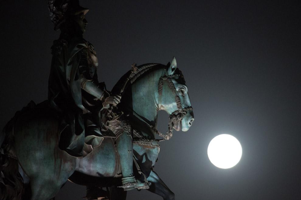 Наша Луна в объективе