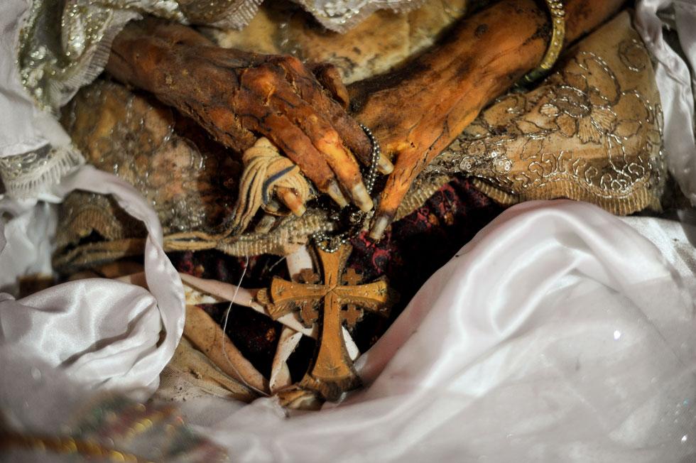 Представители народа тораджи опять выкопали мертвых родственников
