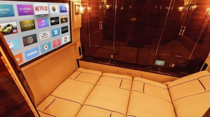 Настоящий мобильный офис на базе пикапа