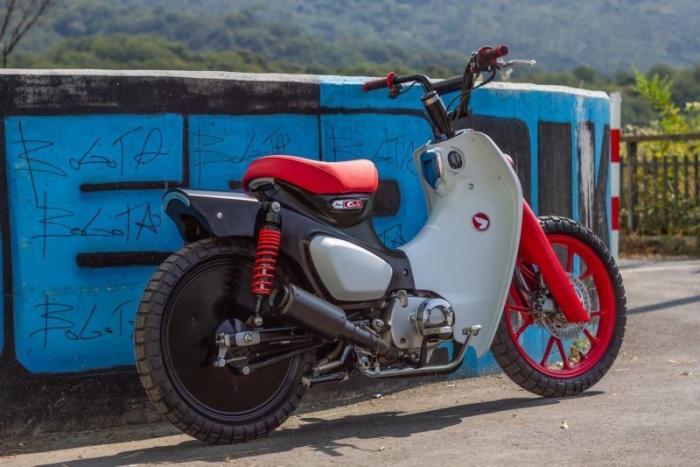 Кастом Honda Super Cub в стиле велосипеда BMX