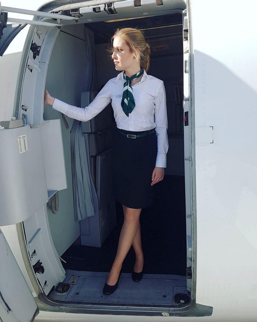 Красивые девушки-стюардессы