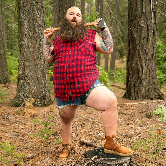 Бородатый мужик троллит любительниц чувственных фотосессий (ФОТО)