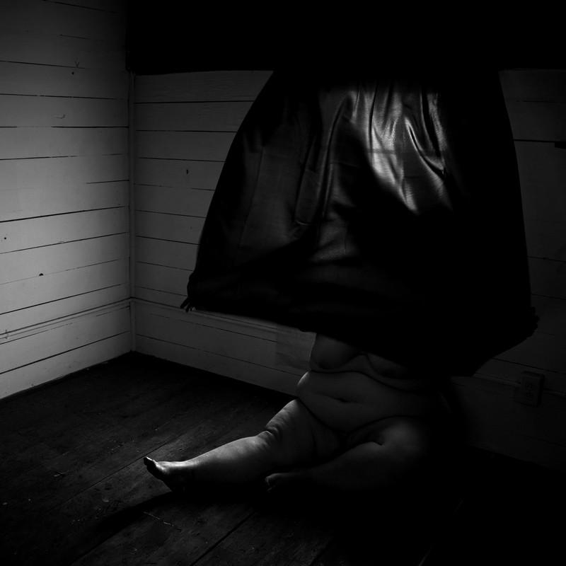 Взгляд внутрь себя: автопортреты Бритни Кэти-Адамс