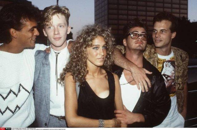 Молодые знаменитости несколько десятилетий назад на снимках