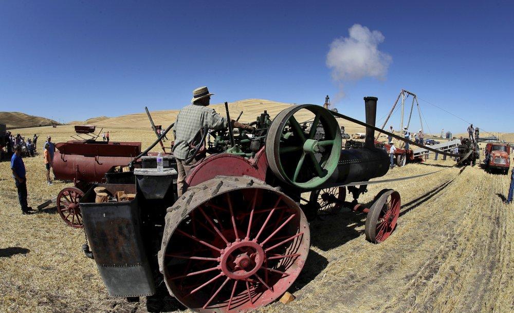 Уборка урожая с помощью упряжек лошадей и мулов в США