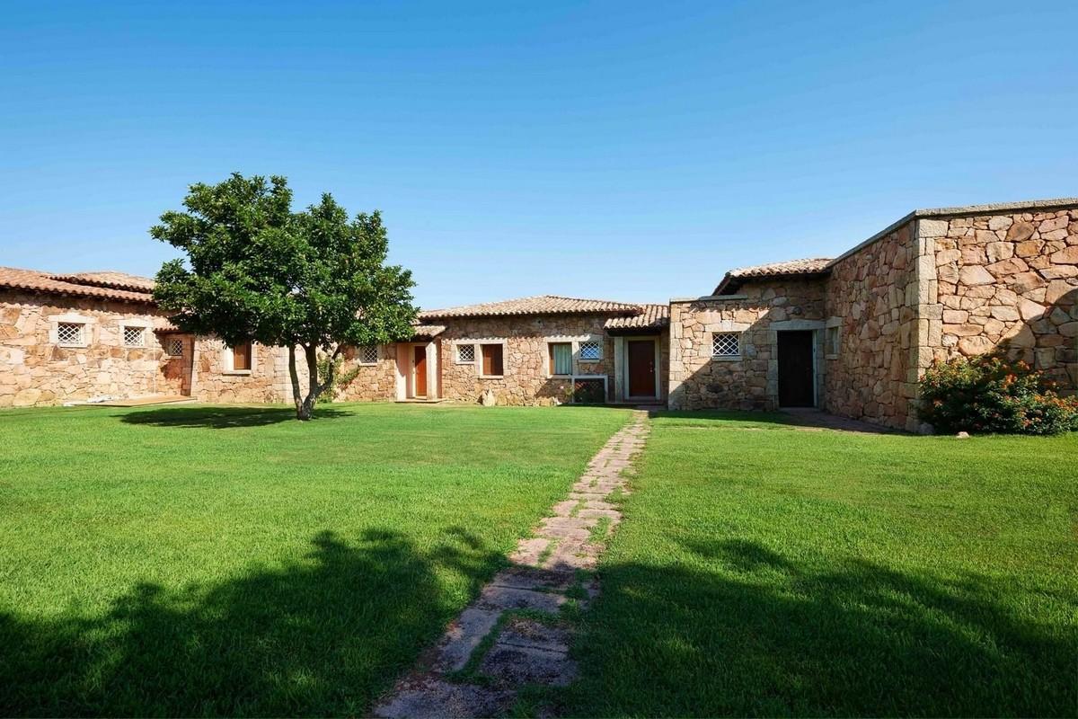 Резиденция в курортном посёлке на острове Сардиния