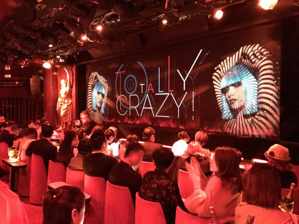 За кулисами знаменитого парижского кабаре Crazy Horse