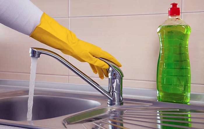 Избавляемся от неприятного запаха в кухонной раковине