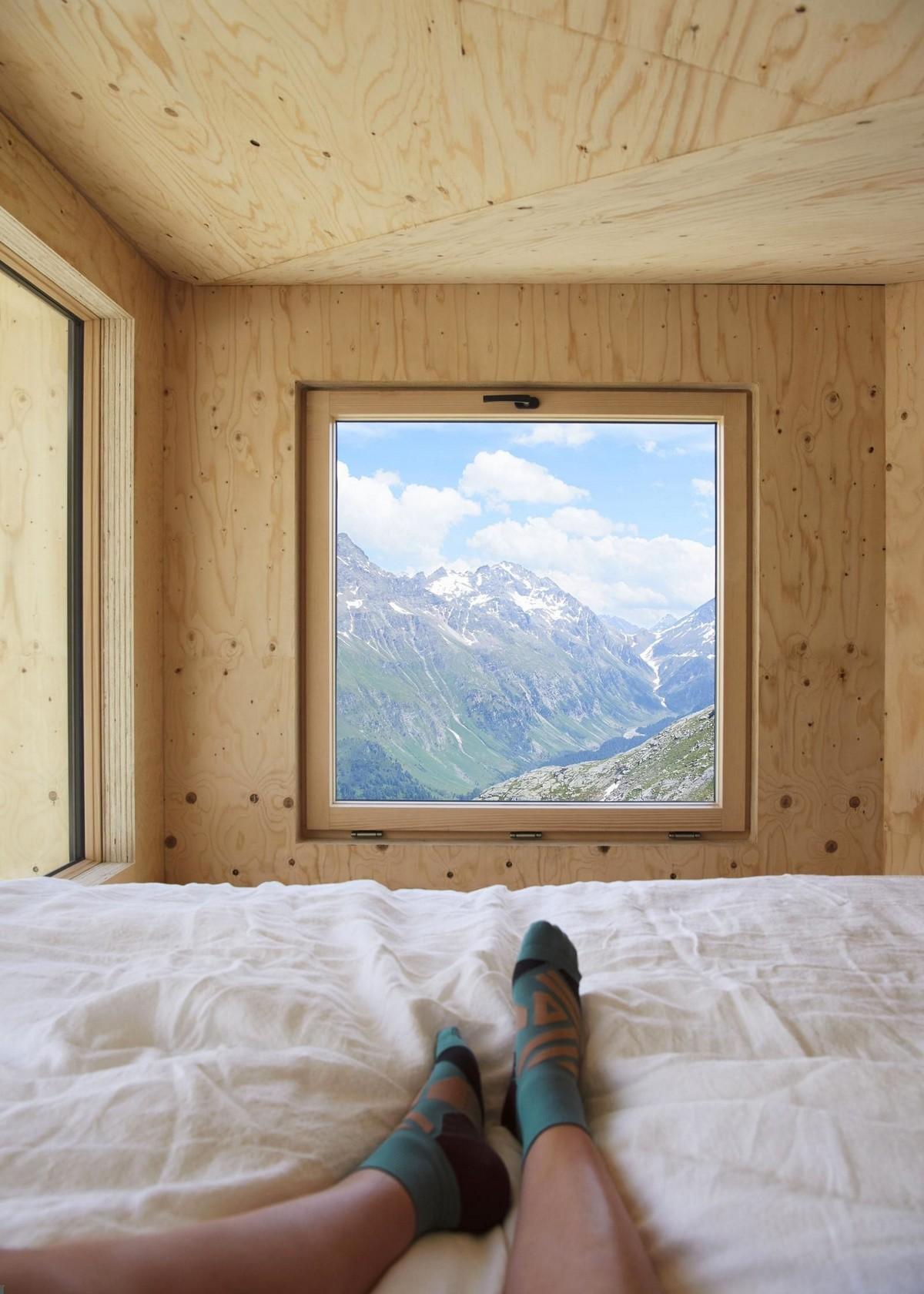 Небольшой домик в горах Швейцарии