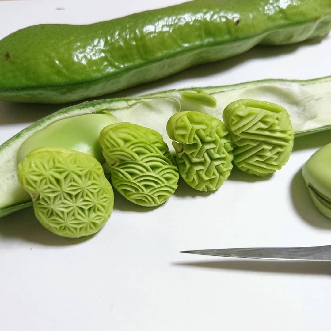 Замысловатые узоры на овощах и фруктах от японского шеф-повара
