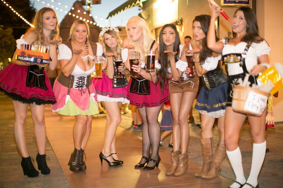 Горячие девушки фестиваля Октоберфест