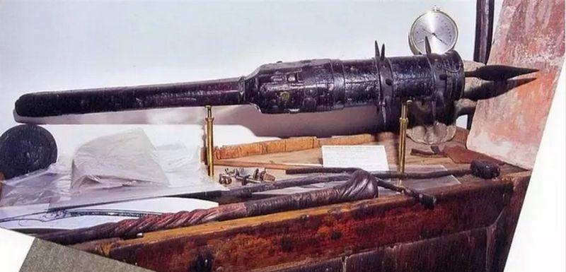 Средневековая дубинка со скрытым огнестрелом