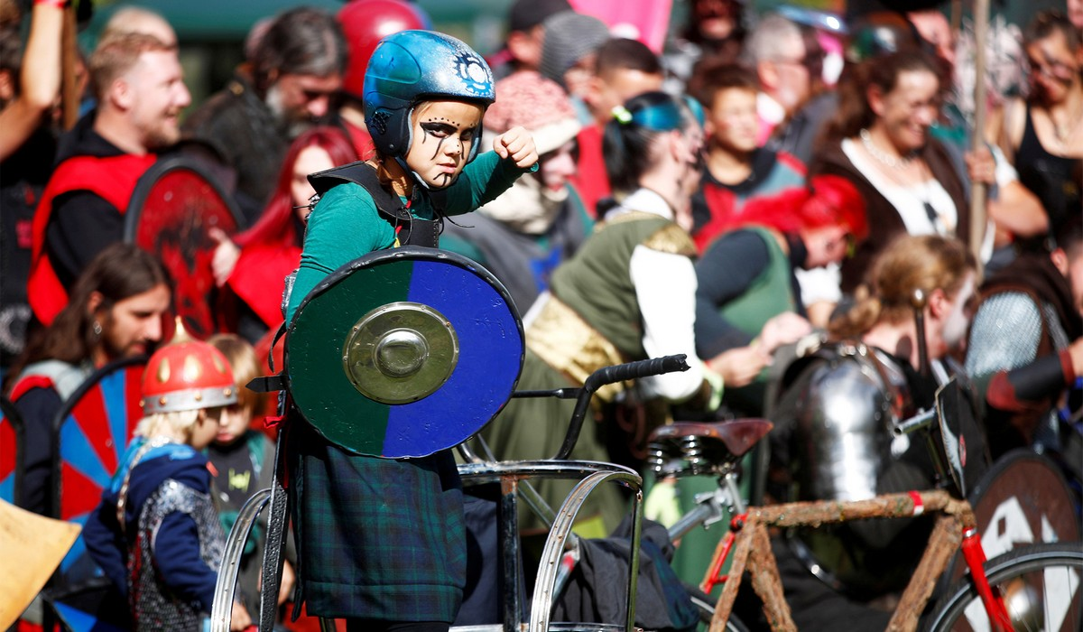 Рыцарские бои на велосипедах Pedal Battle в Германии