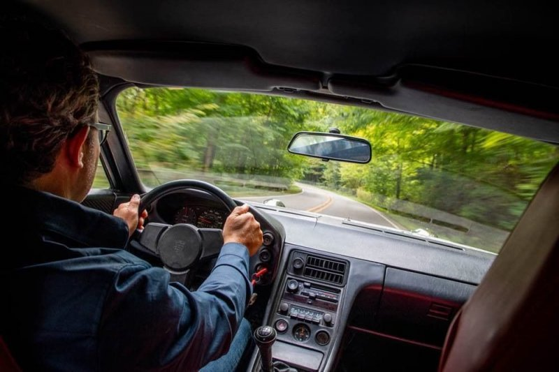 Энтузиаст покрыл Porsche 928 газетами