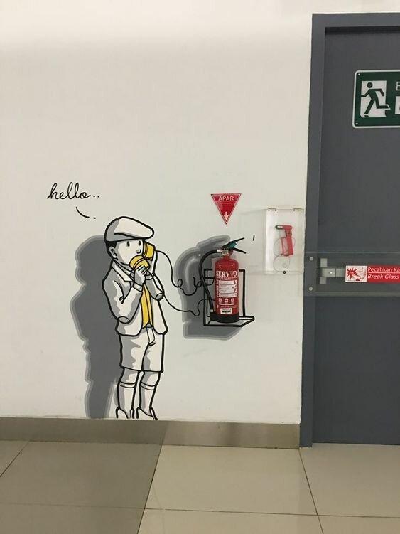 Огнетушители в творчестве и интерьере