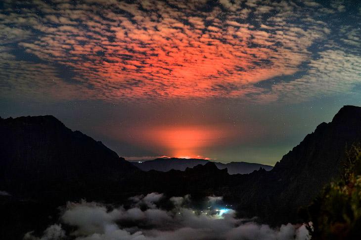 Вулкан Питон-де-ла-Фурнез или врата ада во Франции