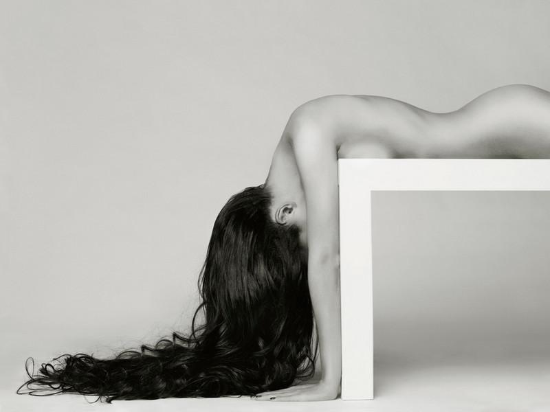 Фотограф Георгий Майер одел моделей в свет и тень