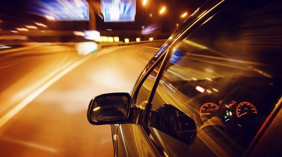 Особенности вождения автомобиля по ночной дороге