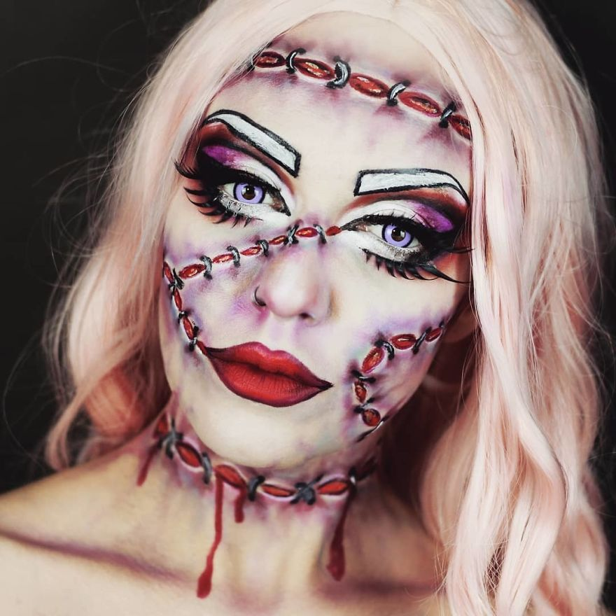 Художница рисует жуткий макияж для перевоплощений