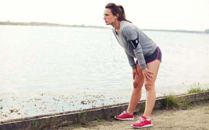 Почему возникает резкая боль в боку во время бега