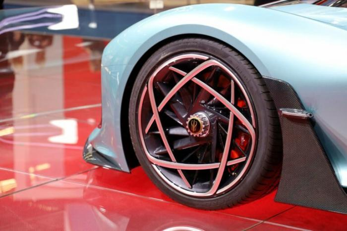 Китай представил мощный гибрид, который оказался быстрее Bugatti Chiron