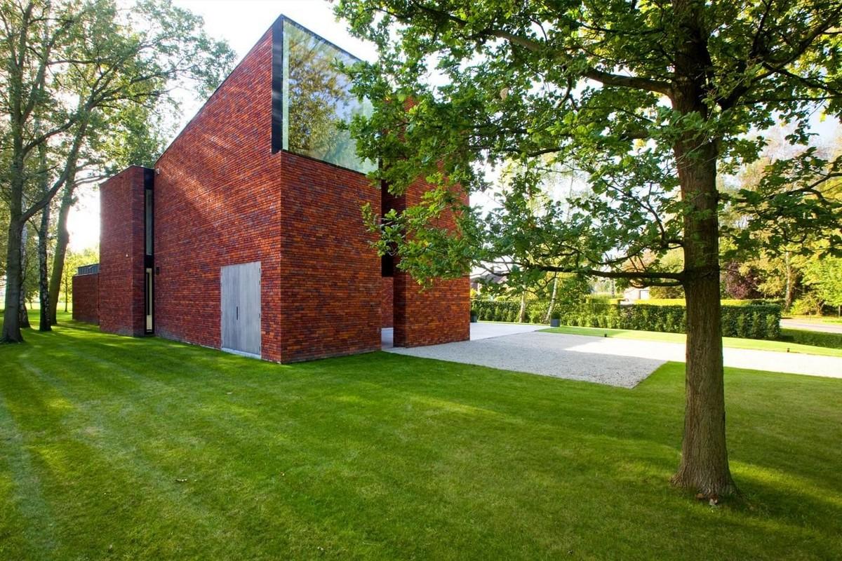 Современный дом из красного кирпича в Бельгии