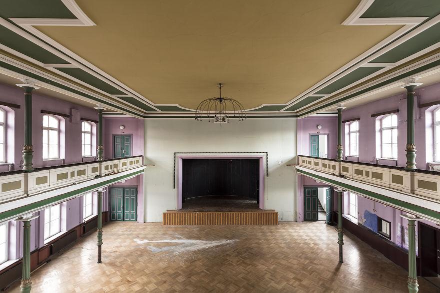 Заброшенные танцевальные залы Германии на снимках