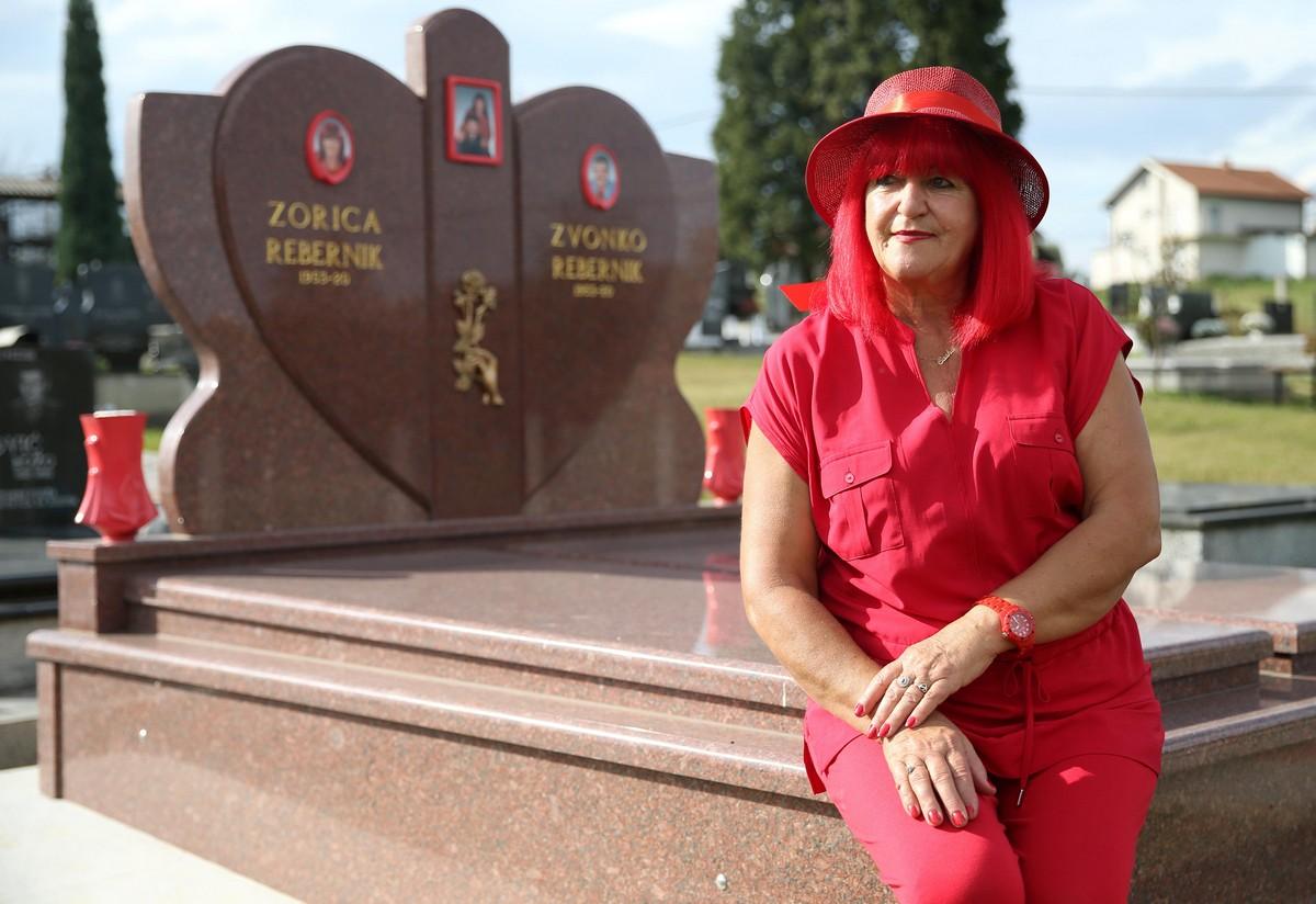 Боснийская дама провела всю свою жизнь в красном