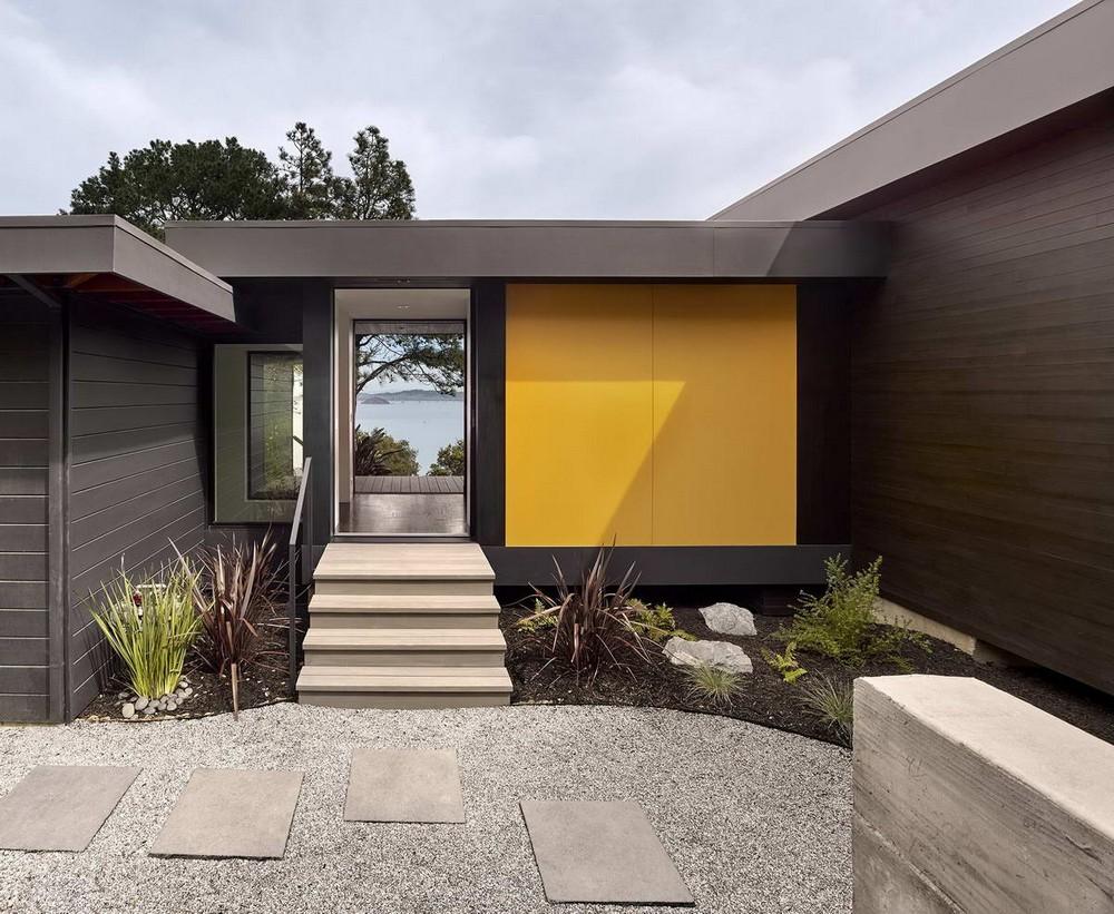 Минималистский дом с видом на залив в США