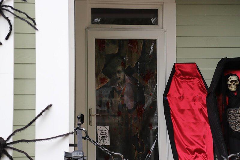 Как американцы украшают свои дома к Хэллоуину