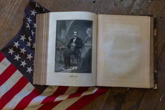 Фотограф нашел типично американский заброшенный особняк 19 века