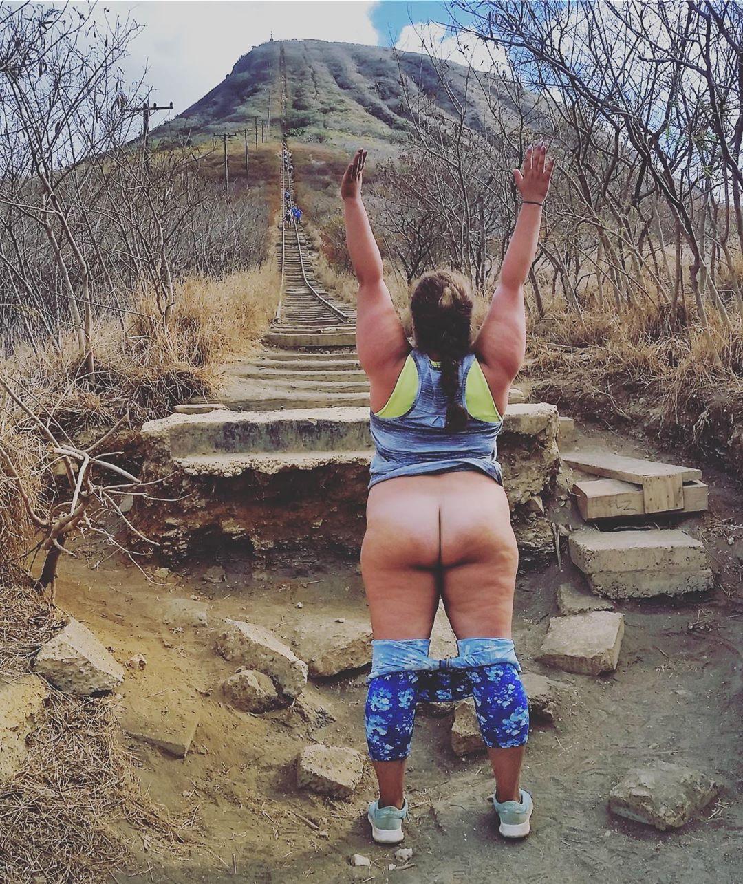 Голозадые путешественники продолжают выкладывать снимки в Instagram