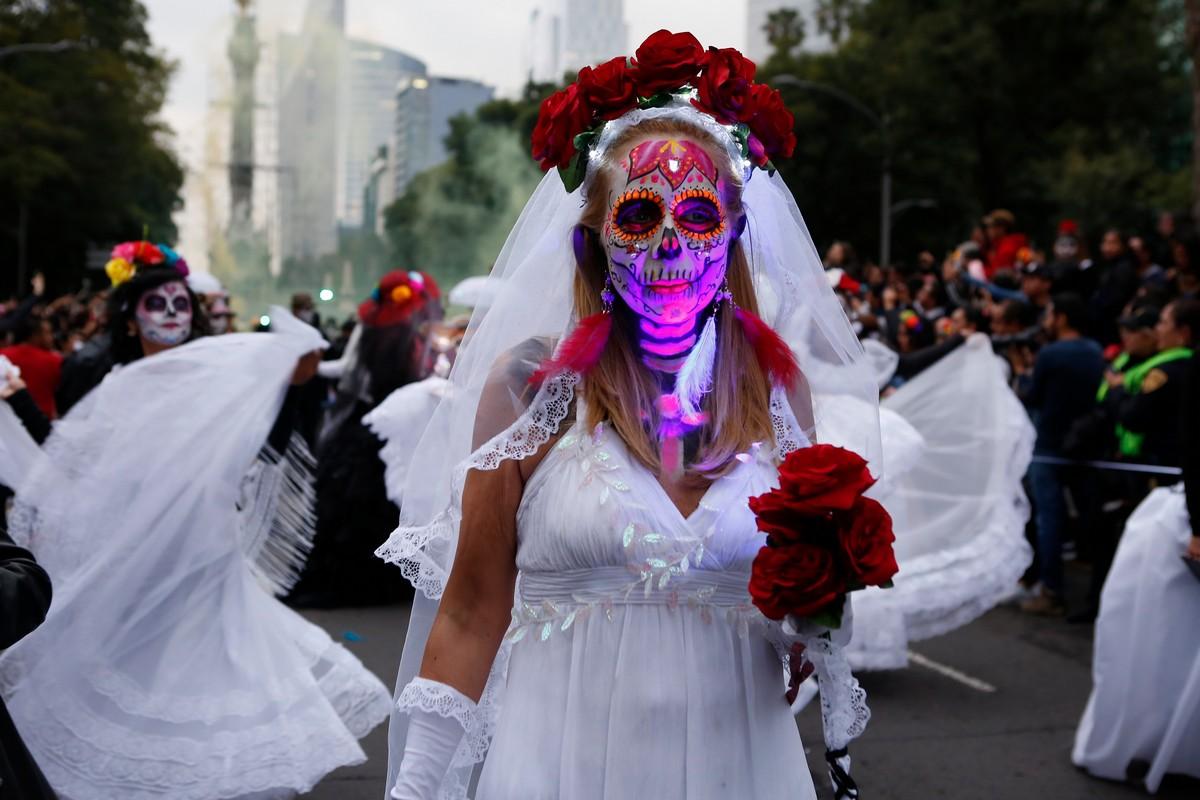Парад Катрины ко Дню мертвых в Мехико