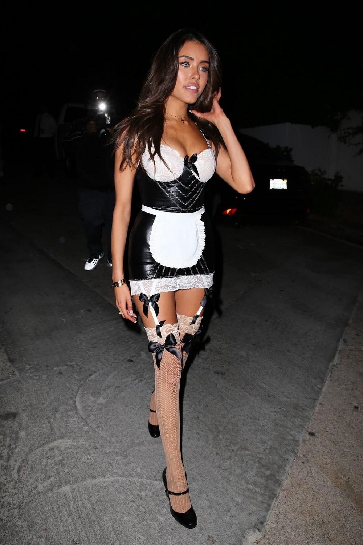 Красивые девушки в сексуальных нарядах на Хэллоуин
