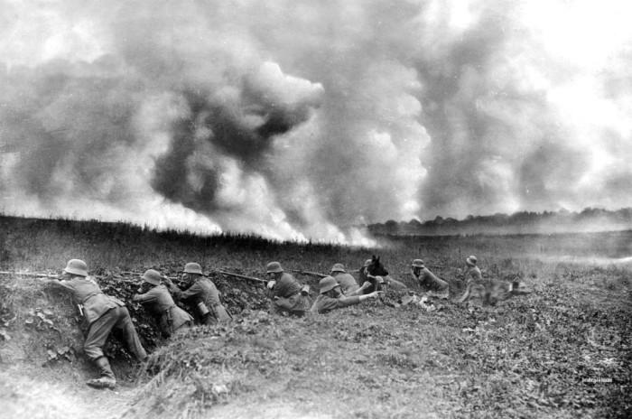 Почему во времена Первой мировой перед окопами раскладывали хворост