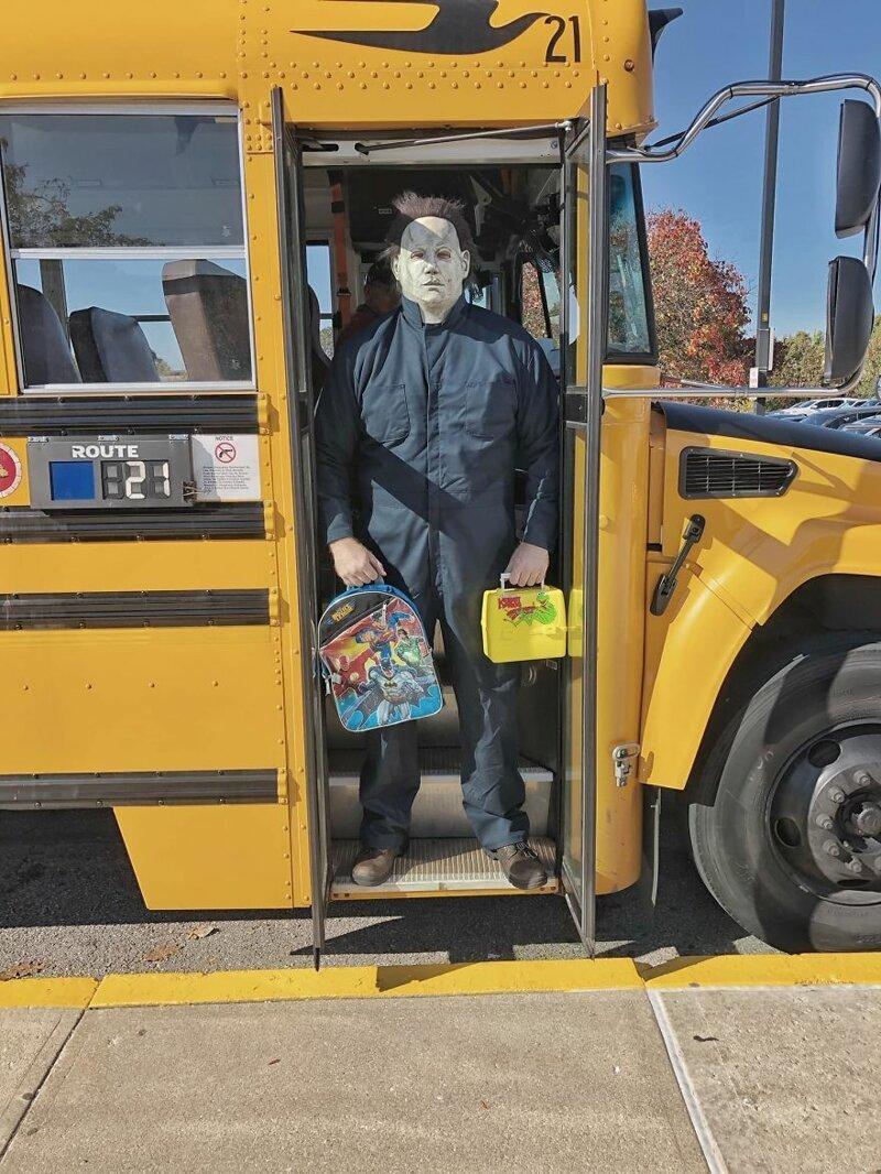 Учитель в США переоделся в Майкла Майерса и устроил фотосессию